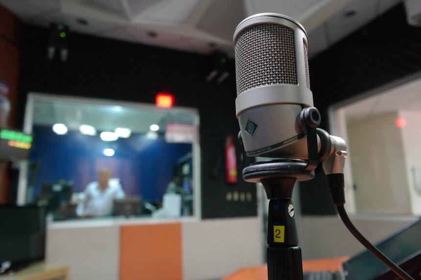 microphone-1562354_1920